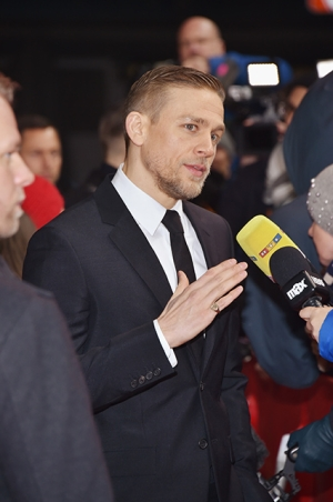 BERLIN, GERMANY - FEBRUARY 14: Actor Charlie Hunnam wearing Prada attends the 'The Lost City of Z' premiere during the 67th Berlinale International Film Festival Berlin at Zoo Palast on February 14, 2017 in Berlin, Germany. (Photo by Pascal Le Segretain/Getty Images)