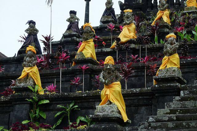 hramovyj-kompleks-pura-besakih-3